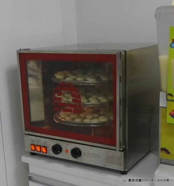 A poderosa máquina de fazer milhares de pães de queijo ao mesmo tempo. Item comum em listas de casamento da província das Minas Gerais.
